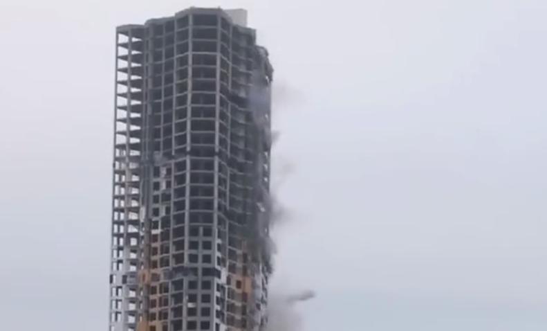 """日本打造""""巨型拆樓機"""",20層高樓輕松夷平地!"""