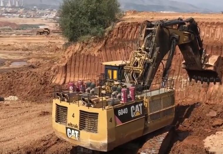 """超級""""大力士"""",Cat 6040挖掘機裝載翻斗車,這一車能裝多少方?"""