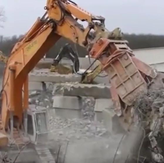 見識下國外的大型機械,各種功能奇特的挖掘機