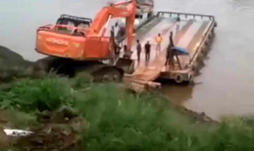 老板當場崩潰!沒那技術就別去逞能,挖機上船失敗!