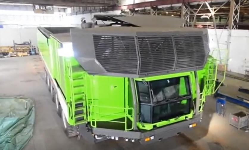 德国机械实在太厉害 超级卡车能原地360°掉头!