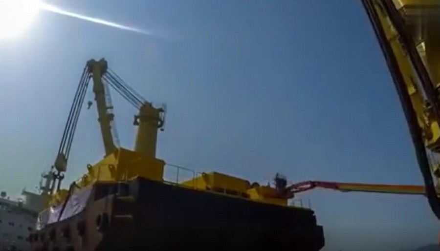 3000噸船體吊裝全過程,場面太震撼了!