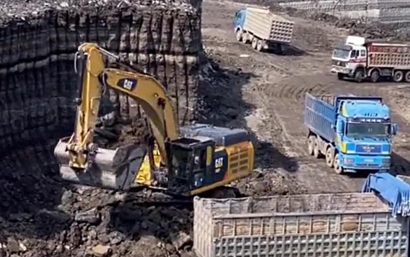 事实证明再大的挖机都有装不完的斗
