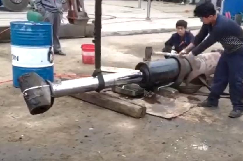 液压油缸你也敢锤?让你看看什么叫瞬间爆炸!
