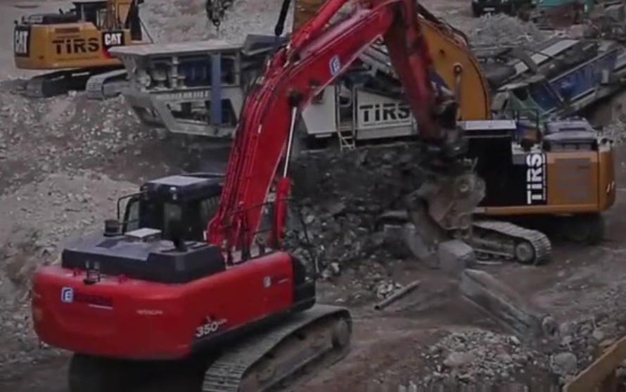 大型工程施工現場,挖掘機、碎石機各種機械,原來是這樣協同工作的