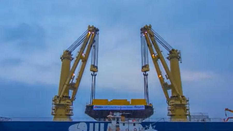 碼頭吊裝3000噸船體, 難得一見的壯觀場面!