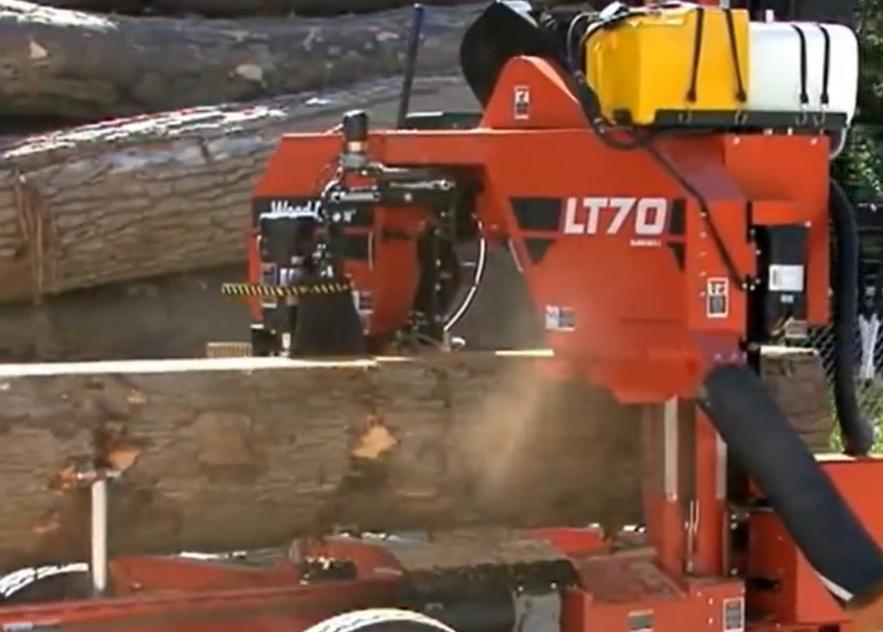 木材廠實拍,圓木是如何變成一張張薄片的,好先進的鋸木機械!