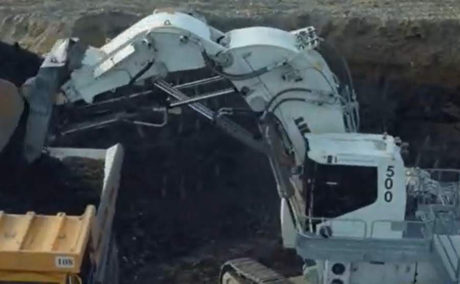 大型礦區工程機械云集,最亮眼的就要看利勃海爾挖掘機!