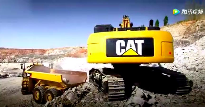 現場實拍:礦山工地上,卡特彼勒大型液壓挖掘機作業