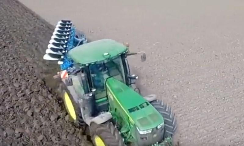 看美国农场主怎么犁地?