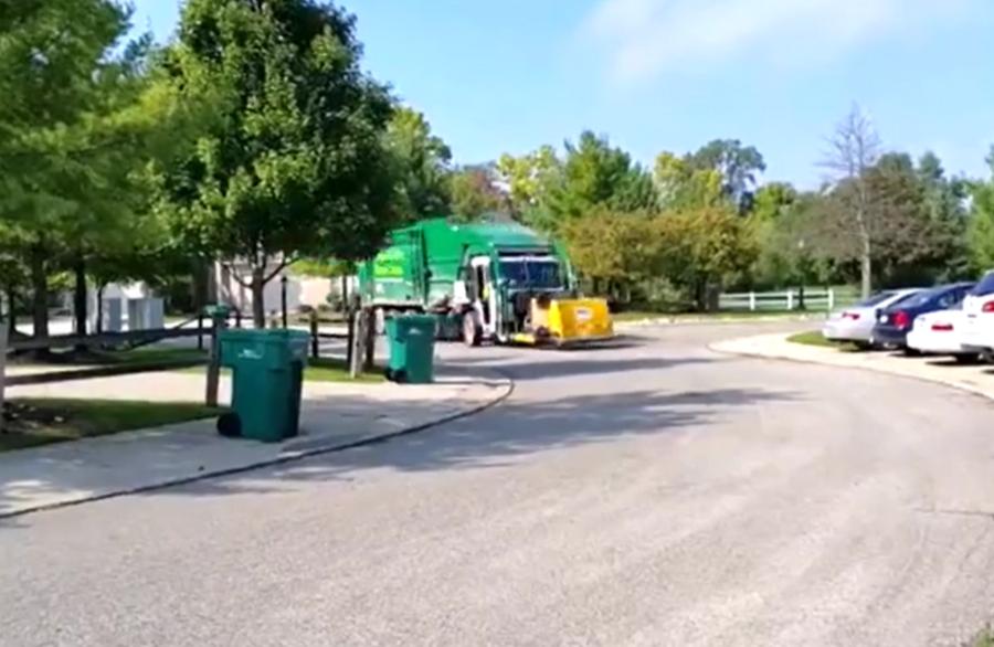 厉害了!第一次见这种垃圾车,工作效率相当高!