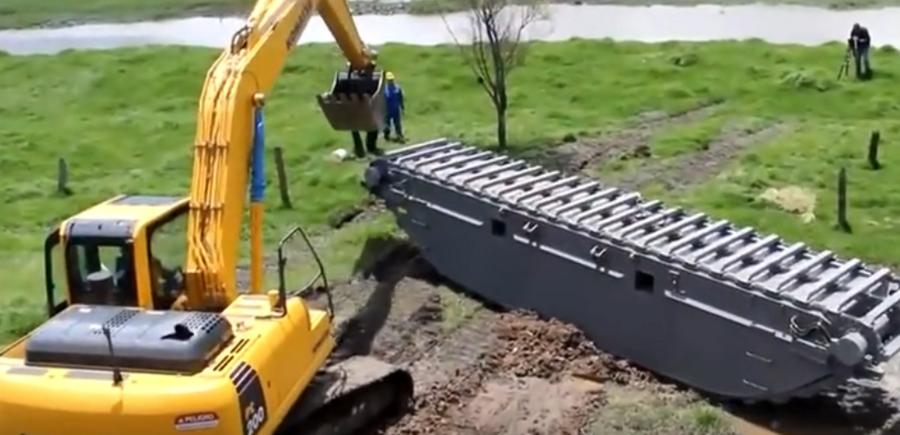 超長臂!水陸挖掘機水里工作表演視頻