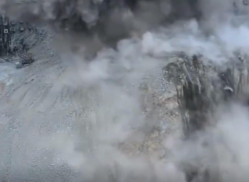 這是中國的超級大工地,工程機械漫山遍野滿天飛