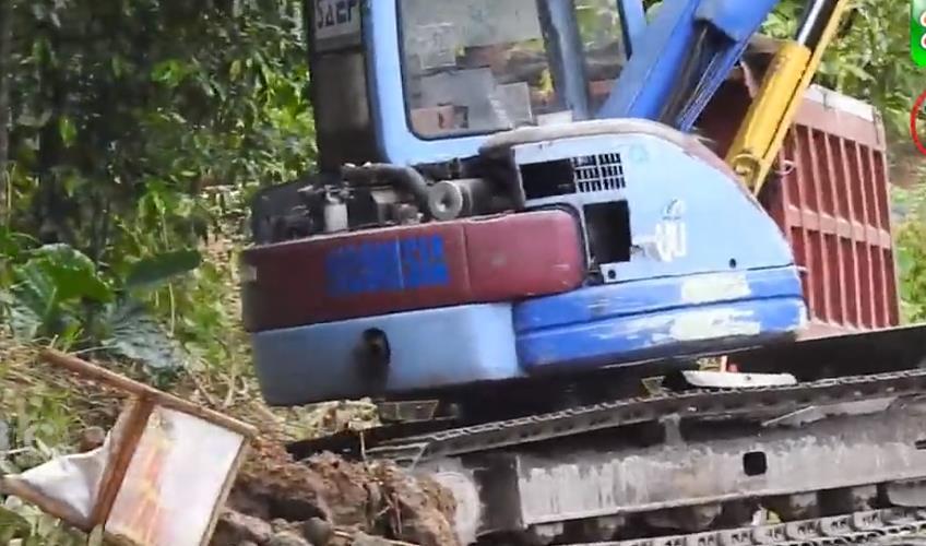 小松挖掘機PC75UU小型自裝自卸汽車