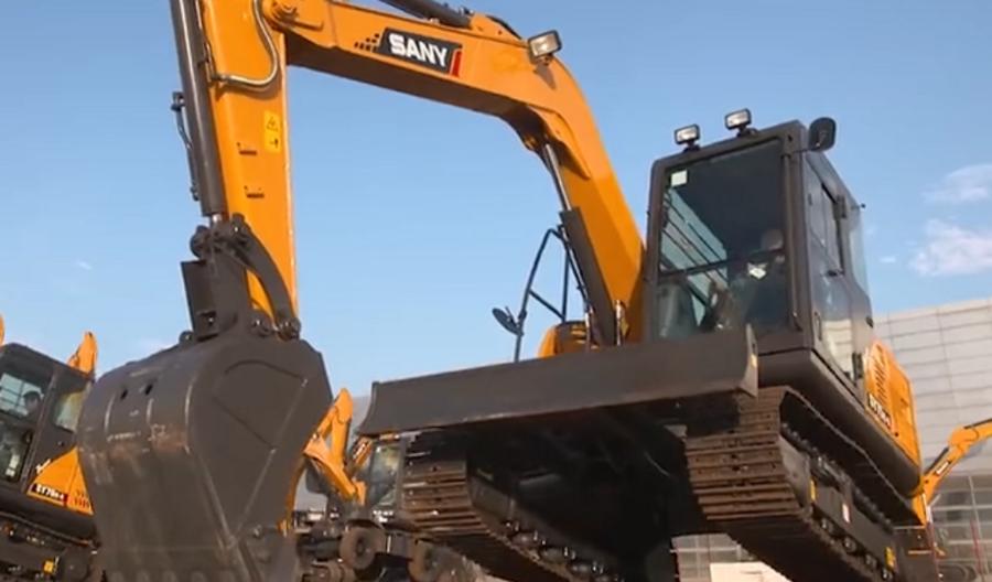 机械:三一挖掘机在印度表演,印度网友称:挖掘机技术的巅峰合集!
