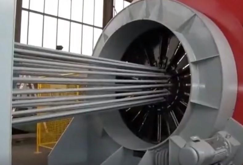 《超级工程》专焊钢筋笼的机械,几分钟就能完成一个