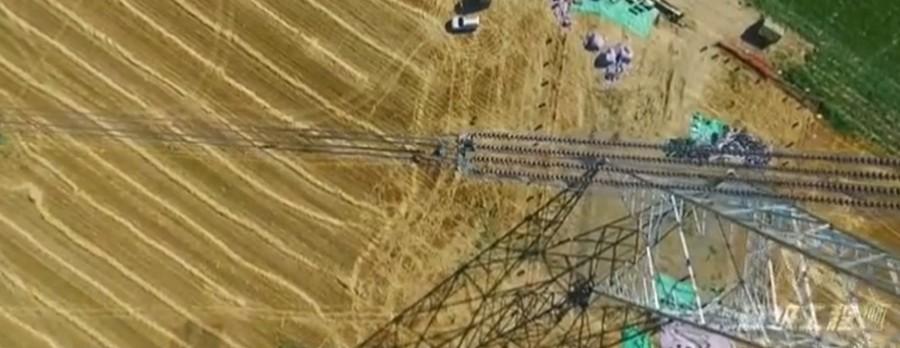 超級工程-在100米高空連接高壓電線, 看著就腳軟