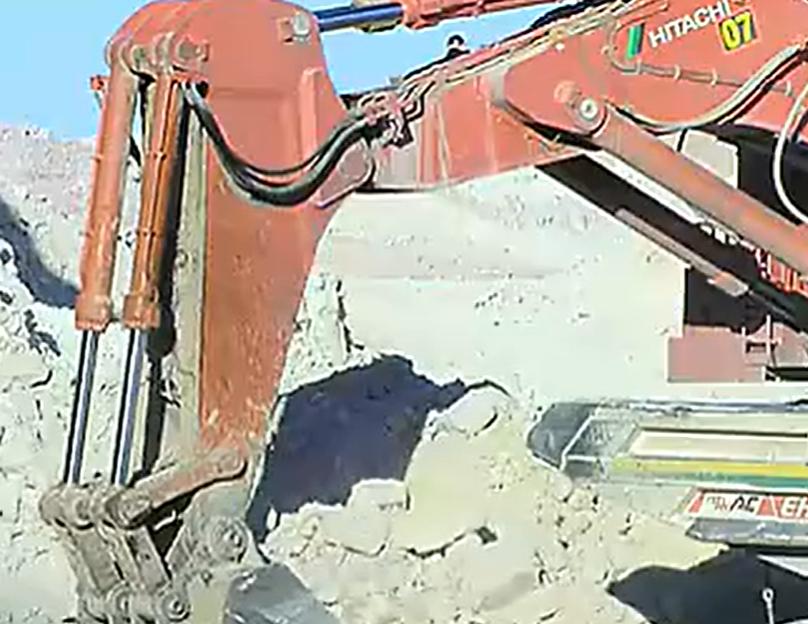 超大型日立EX5500挖掘机和日立4500AC卡車