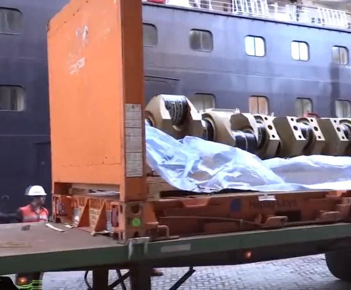 超級維修工程,豪華郵輪巨型發動機是怎么更換曲軸的,估計你沒見過