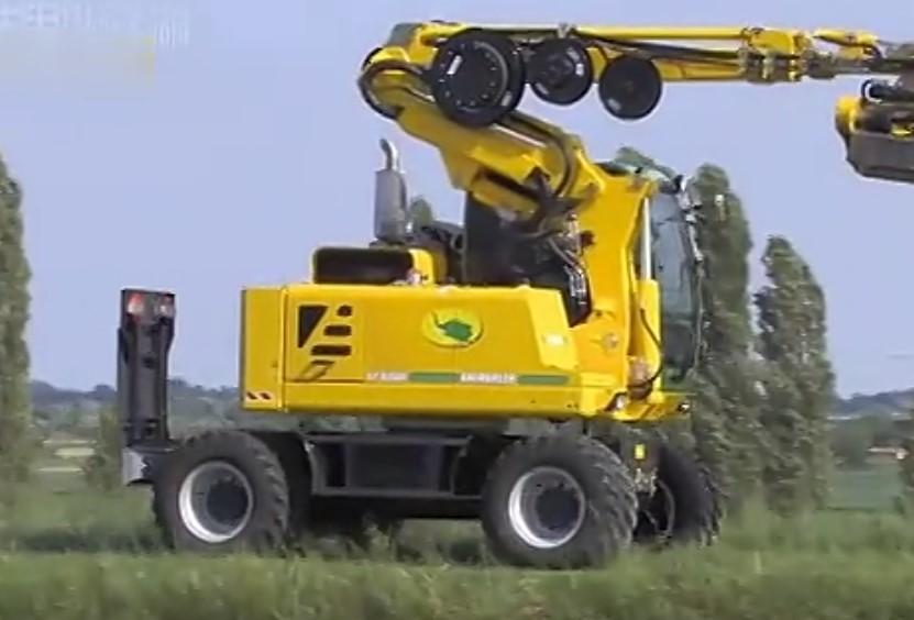 挖掘机超长伸缩臂除草器