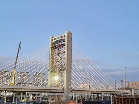 转转转转转!徐工金霸气助力哈尔滨首座转体桥主塔封顶!