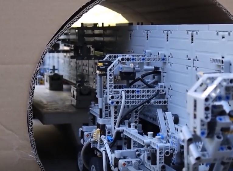 樂高組織了一場創意比賽,這臺架橋工程機械的絕妙設計獨具匠心!