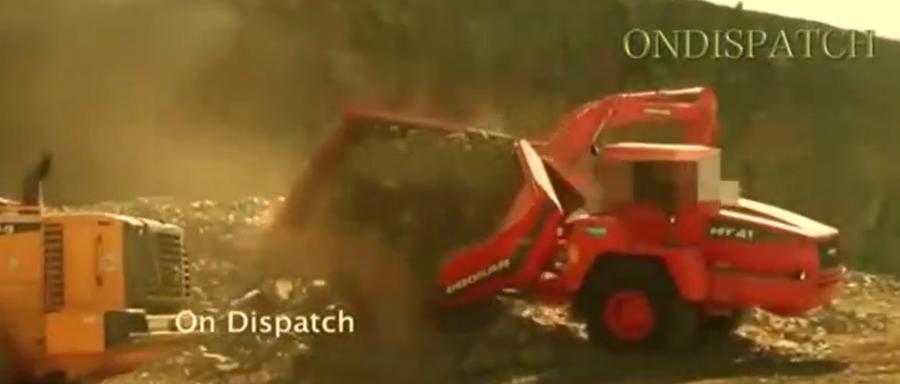 看完這個視頻才知道,挖掘機駕駛員干活,有這么多危險!