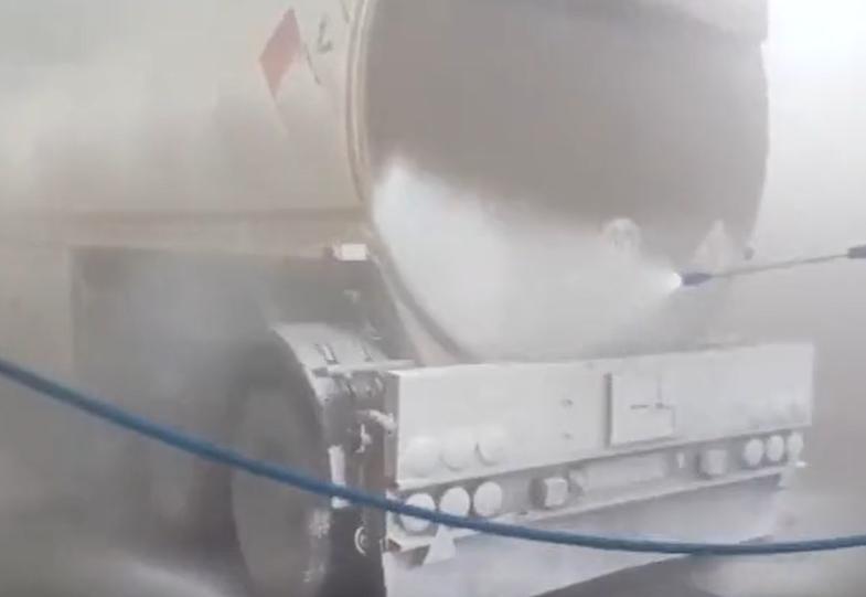 高压水枪洗大型工程机械,实力不可小觑,大多污渍一冲就掉了!