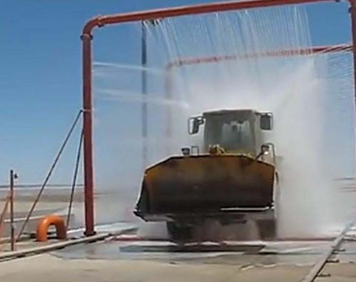 工程機械如此洗澡簡直太爽了!