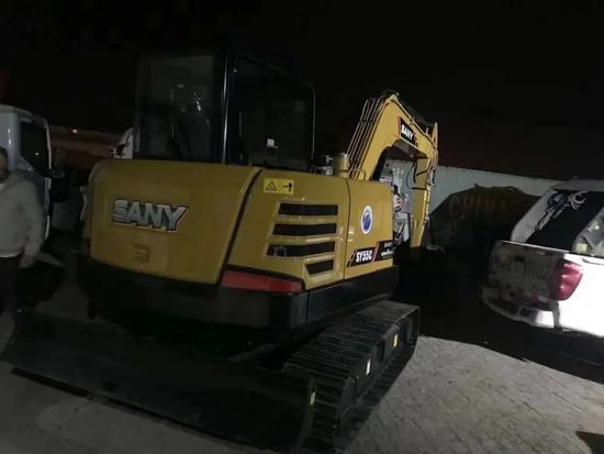 半夜排隊搶到的挖機,第二天立即開始干活!