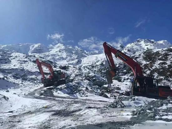 【雷沃課堂】挖掘機冬季長期停放保養指南