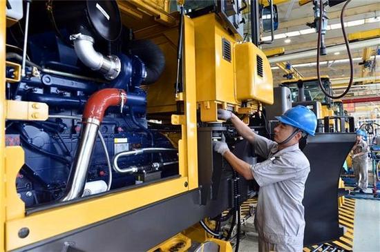 中國機械工人:三班倒,流水線,沒地位,請尊重技術,善待未來