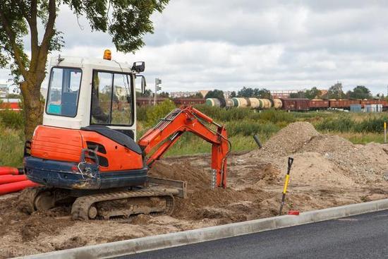 购买挖掘机创业应该如何选择?小挖或许已经不适合
