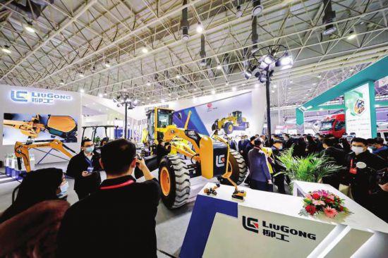 柳工9018F挖掘機閃亮中國國際工業設計博覽會