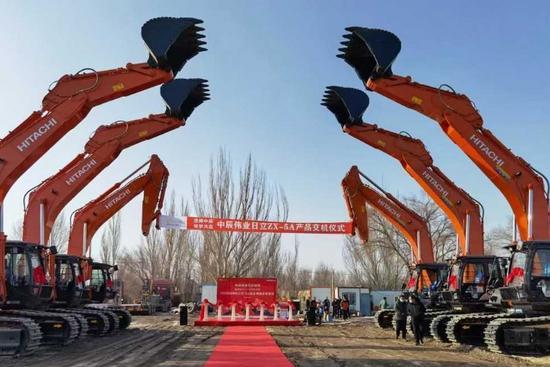 信賴促合作日立建機交付6臺ZX490LCH-5A大型液壓挖掘機