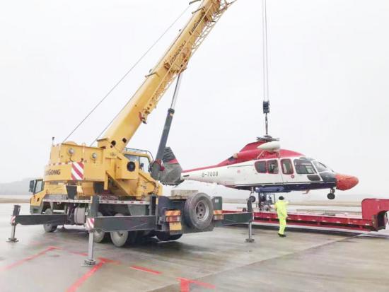 柳工25噸帶你吊個直升機玩玩