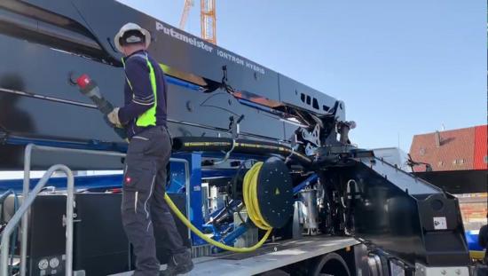 三一:全球第一台「混动」泵车交付!
