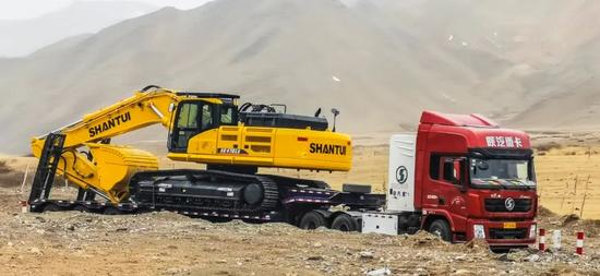 我們新疆好地方 山推挖掘機建設忙