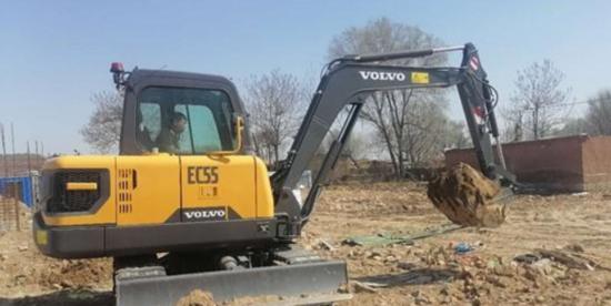助推電氣化,沃爾沃EC55電動挖掘機交付試用作業