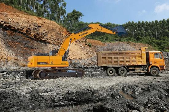 柳工挖掘機CLG933EHD 大器始成