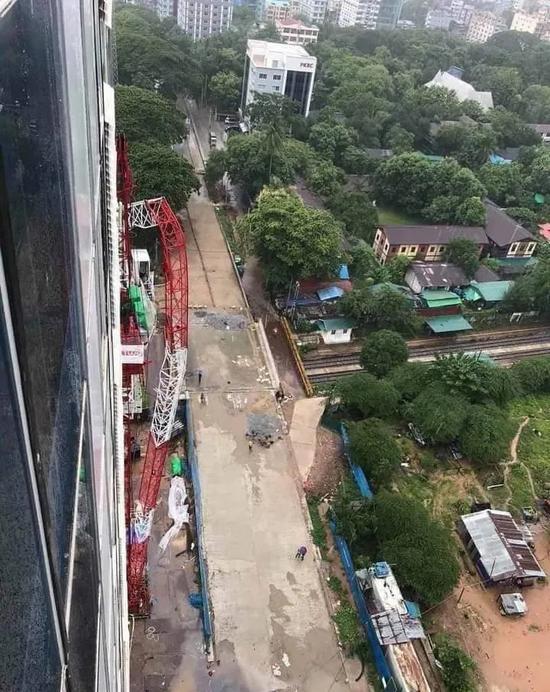 事故 | 緬甸仰光阿隆附近一塔吊大臂傾覆