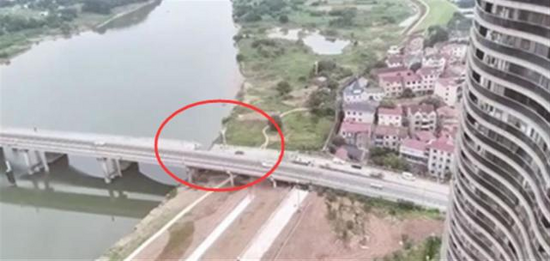 浙江金華一在修危橋坍塌,挖掘機墜落,司機不幸身亡