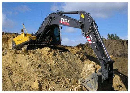 一年賣出了9萬臺,老板身家突破千億!全球最大的挖掘機公司誕生!
