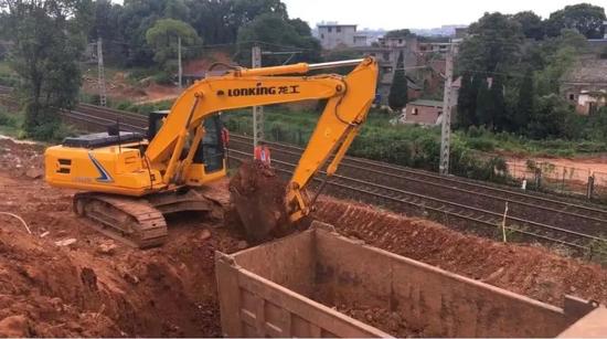 我和龍工的奮斗故事(十六):助力鐵路建設 龍工挖掘機一直在路上!