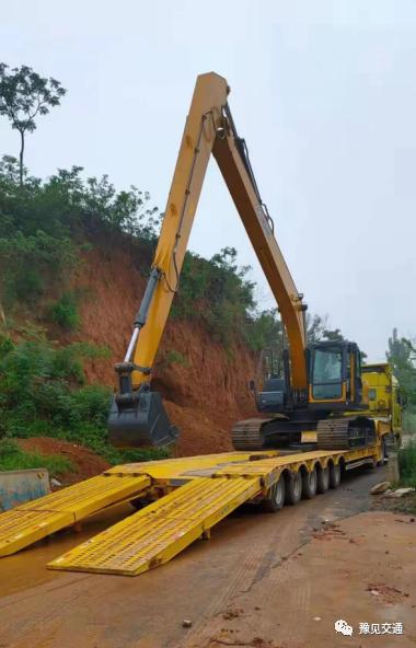 """工程""""巨獸""""""""哪兒來的? 臂長24米挖掘機現身搶險救災現場"""
