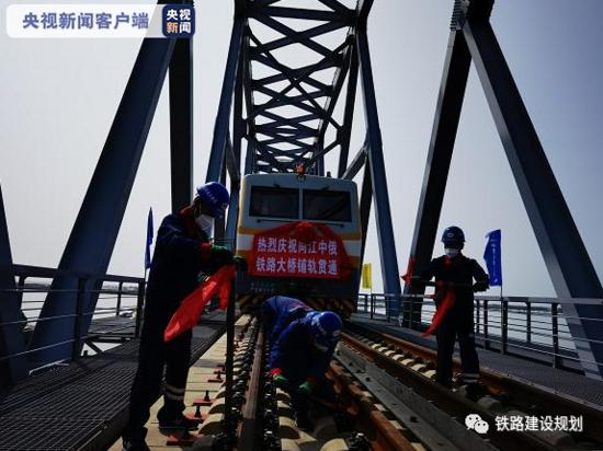 同江中俄黑龍江鐵路大橋鋪軌貫通,2022年將開通運營