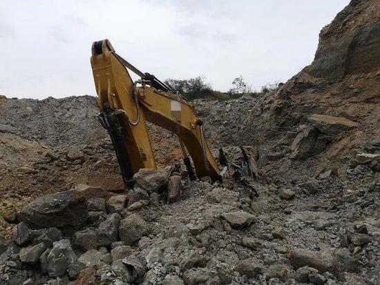 挖掘機施工發生坍塌事故 致挖掘機駕駛員死亡