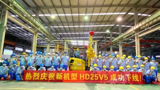 机王出品,KATO加藤首台HD25V5成功下线