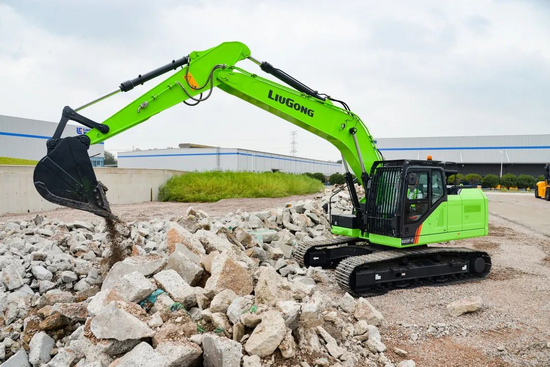 柳工全新電動挖掘機,綠裝著身展颯爽英姿,電力十足!