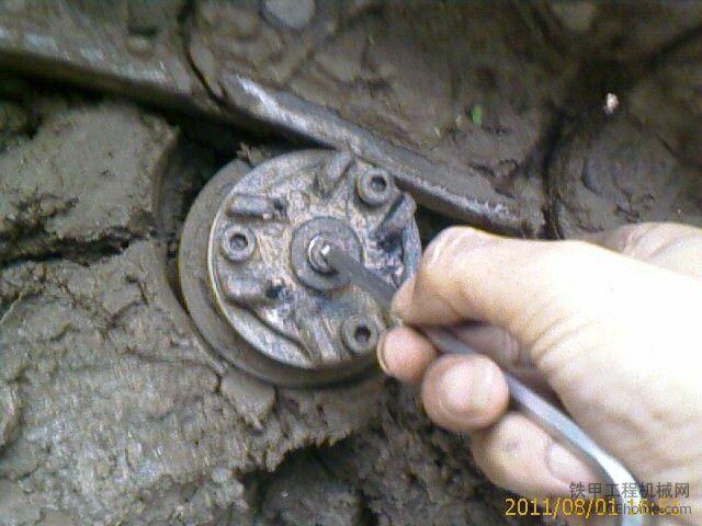 307支重轮 托链轮的保养